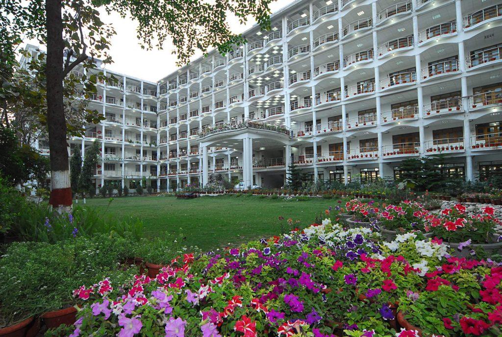 ERA's Lucknow Medical College & Hospital